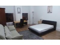 ***NEW TO THE MARKET- FULLY FURNISHED STUDIO- £630 ALL INCLUSIVE- AVAILABLE NOW!***
