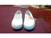 TRAINERS VANS true white unisex uk size 8.5 brand new unboxed