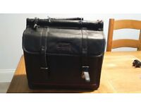 Targus Genuine Leather Black Carry Laptop Bag.