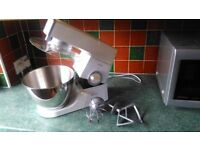 Kenwood CHEF classic food mixer with whisk and mixing paddles (great british bake off)