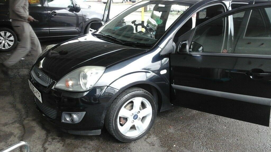 Ford fiesta black petrol