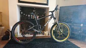 Giant anthem x3 full suspension mountain bike downhill enduro