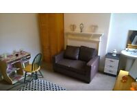 r) BIG ROOM WITH SOFA **SAFE LOCATION**
