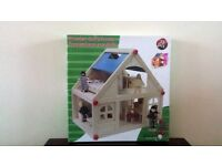 Wooden doll's house (brand new)