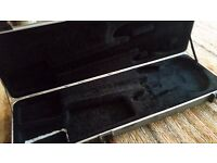 Fender bass guitar hard case (handle + 1 latch missing)