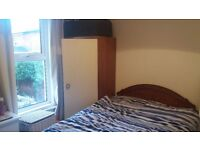 1 Small room available just off the Upper Ormeau Road
