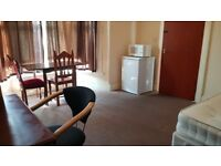 Very large double room in shared house. 1 week deposit. All bills included. No agency fees. Internet