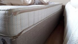2 single divan beds with under drawers and matteresses