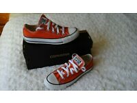LADIES CONVERSE SIZE 4