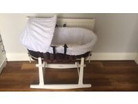 Moses basket, stand, organic mattress protector, & x4 bottom sheets (fitted)