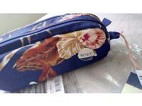 Roxy pencil, cosmetic bag