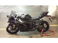 Kawasaki ninja zx6r sports, 9800 miles, black