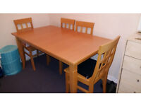 DINING TABLE EXTENDABLE WITH 4 CHAIRS IN GOOD CONDITION