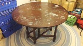 Round Leaf Folding Table