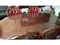 Beautiful Italian mahogany dining table (with 6 chairs with arms).