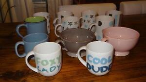 Set of mugs / Ensemble de tasses