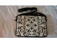 Computer 15 inch carrying case black and cream.