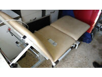 ELECTRIC ADJUST REMOTE OPERATED THREE PIECE MASSAGE BEAUTY PHYSIO THERAPY TATTOO PLINTH COUCH TABLE