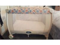 Travel cot and bouncer