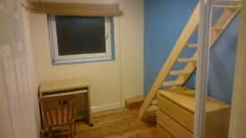 Large split-level double room with ensuite shower bills included next to brighton uni