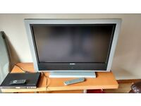 "32""lcd tv and dvd player"