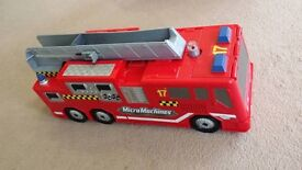 Transforming Fire Station / Fire Engine