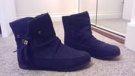 Size 3 Black Ankle-High Comfy Boots