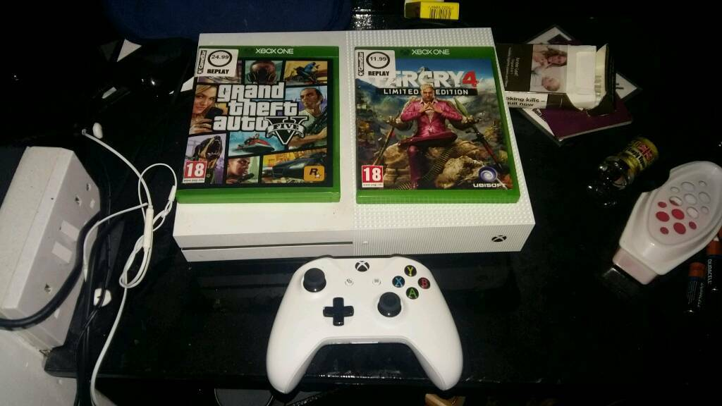 Xbox one CHEAP with 2 games