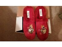 BNIB Comfort burgundy ladies mule slippers faux fur, heart and teddy bear size 6 (/EU size 39)