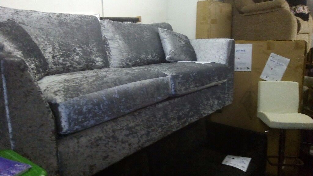 BRAND NEW CRUSHED VELVET 3 SEATER SOFA FREE DELIVERY TO MANCHESTER AREA