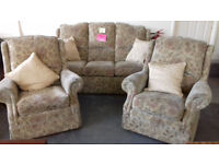 3 Seater Settee & 2 Chairs.. Excellent Condition...... Local Delivery.......