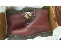 £40 new boxed dr matens size 6 unisex