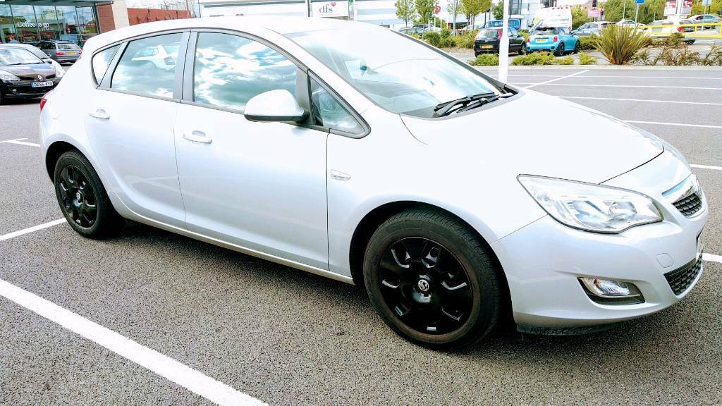 Vauxhall Astra Exclusive 1.6 2010 (MOT/August 2018)