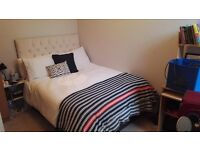 Short Let: Bright & Large Double Bedroom in Stratford close to Westfield