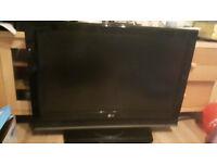 TV - 32 inch LG LCD TV