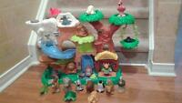 FISHER PRICE LITTLE PEOPLE JUNGLE WITH 20 ANIMALS