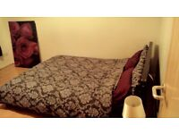 Double / Single bed room available to rent both Male / Female for 300pcm all incl.