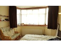 SuperKing Room (11x16 Square Feet) In Professional House For Single Occupancy