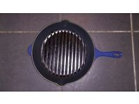 Let creuset iron cast frying pan skillet grill