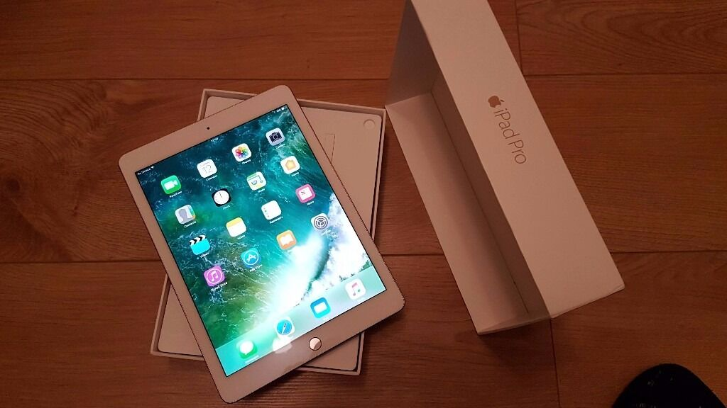 """Ipad pro 9.7"""" 256 GB RRP849.00 Wifi Cellular Rose gold No offers pleasein Sheffield, South YorkshireGumtree - Ipad pro 9.7"""" 256 GB RRP £849.00 Wifi Cellular any network Rose gold Very good condition Boxed phone charger included"""