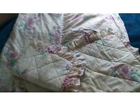 BEAUTIFUL SHABBY CHIC STYLE SINGLE BED VALANCED BED COVER WITH 2 FRILLED PILLOWCASES