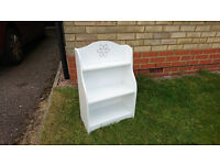 Shelving unit. White laminate. Wall mounting or free standing.