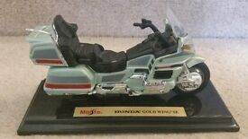 MODEL MOTORBIKE: MAISTO HONDA GL 1500 GOLD WING SE 1:18 SCALE