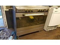 Gas cooker with 5 burners