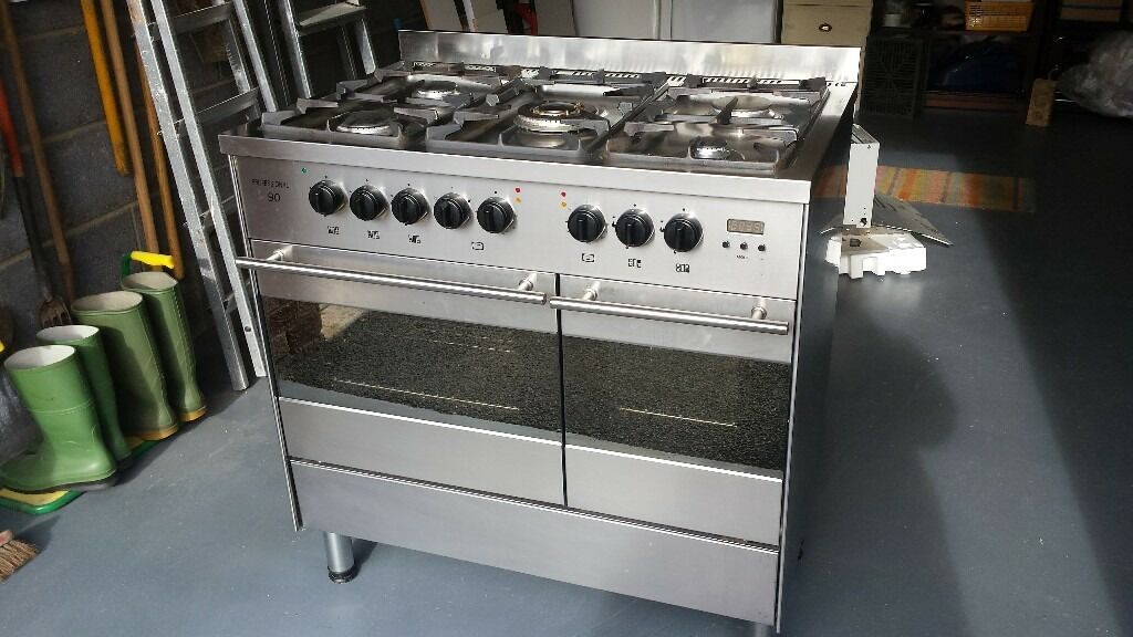 Professional 90 freestanding gas cooker. Bargain buy!