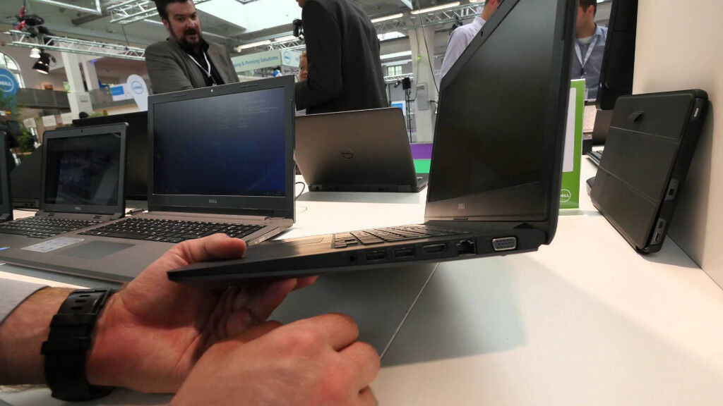 Dell latitude Business UltraBook 14 inch, Wifi, 500GB, 2x2.30GHZ, USB 3.0, Carry case +Laptop office