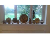 Vintage antique brass decorative wall plates, horseshoe, jugs and cutlery £45