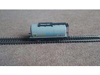 Hornby BP chemicals tank wagon 00 gauge