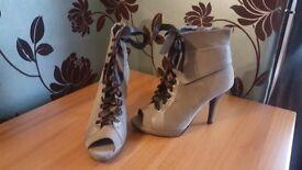 Ladies Grey High Heel Boots Size 7