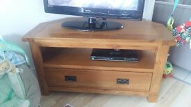 Beautiful rustic solid oak tv unit with FREE matching nest of tables. 2 years old. Great condition!